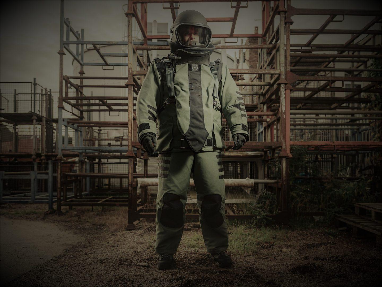 4030 ELITE Bomb Disposal Suit Image 2